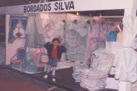 Ainda como Bordados Silva, fabricavam e vendiam seus produtos em feiras varejistas itinerantes.
